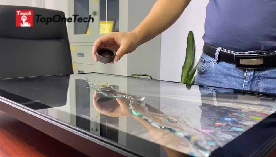 In order to prove the waterproof performance of the touch display, I used it as a tea table to make tea